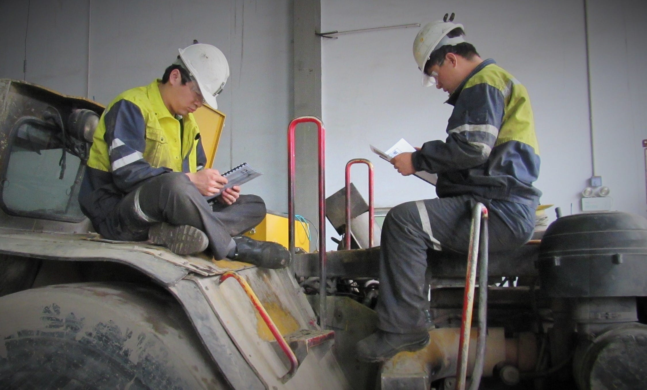Mining and maintenance team members learn about the tele-remote loading system